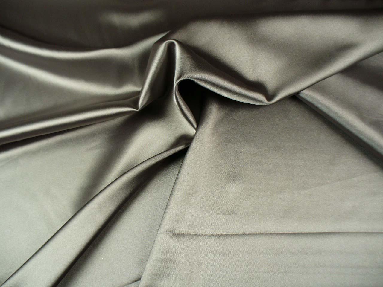 šedostříbrný pružný satén