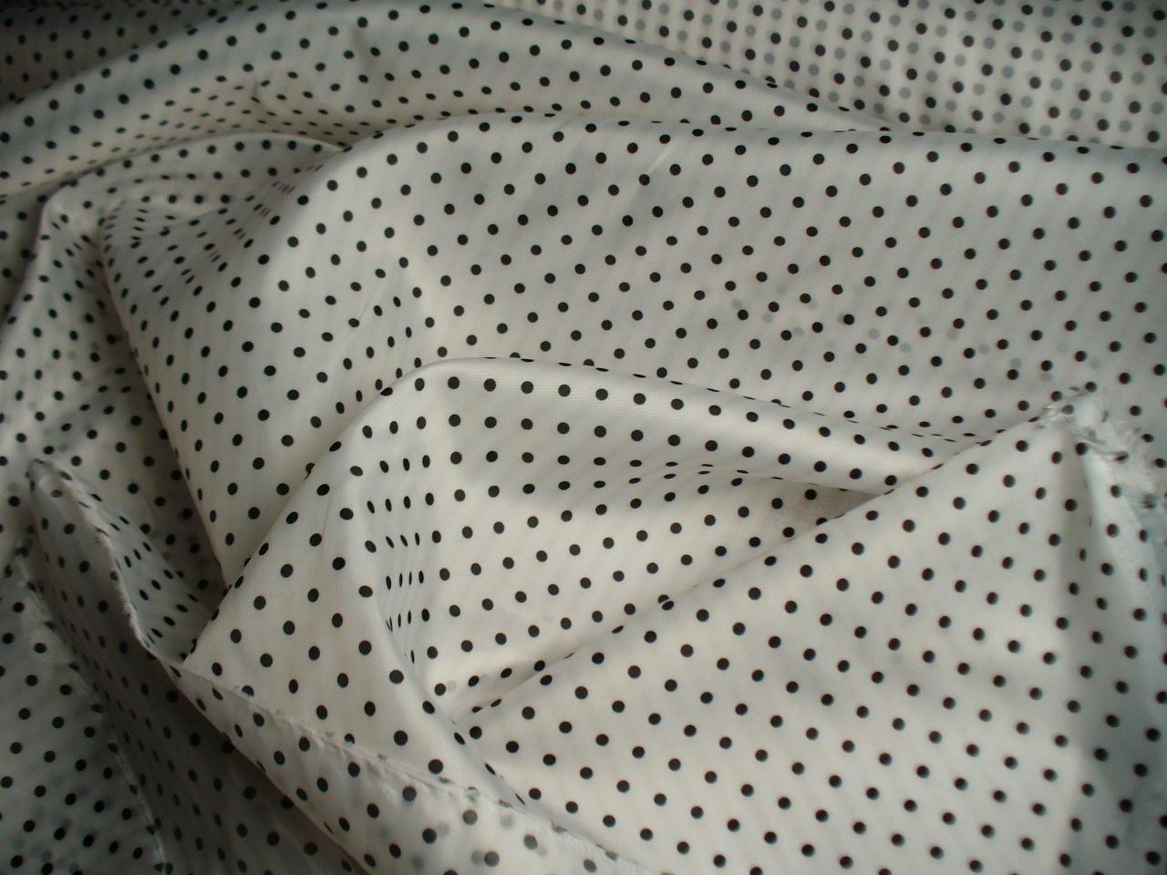 Podšívka bílá s puntíkem